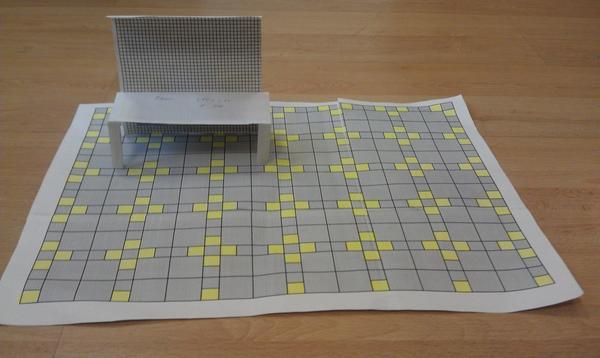На фото для определения пропорций стоит макет качелей.