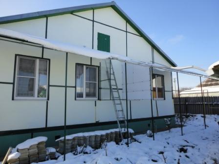 Северный фасад дома с маркизами