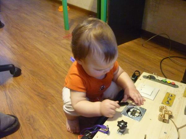 Это после дня рождения дороботка стенда внук помогает. Сейчас 2,8 ему видит инструмен сразу помогать буду ремонтировать.