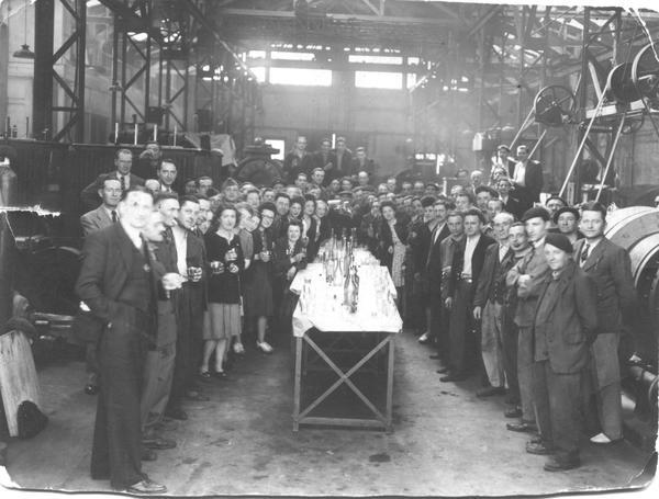 Так отмечали День Победы в далеком 1945 году. 9 мая 1945 года на заводе Динамо в г. Лион (Франция) Там есть и мой отец.