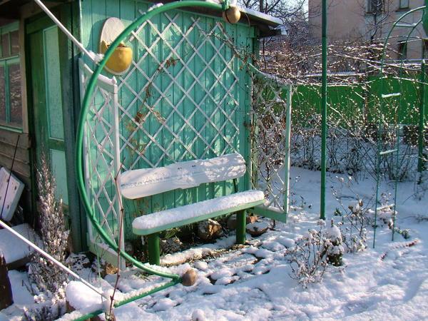 место уединения даже зимой приглашает в свой уютный уголок
