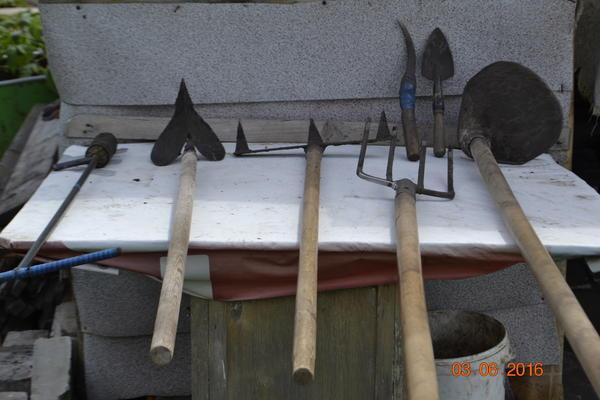 Вот такими инструментами пользуюсь при работе в огороде.