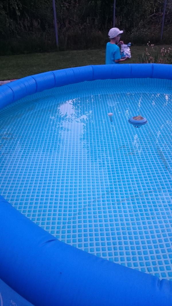 Вот так сейчас бассейн мой выглядит, правда ленюсь пылесосить. Но все же считаю этот результат идеальным!