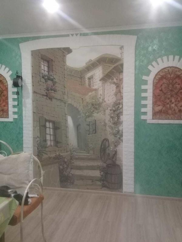 Фальш арка в стиле прованс с окнами