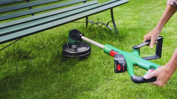 Перемещайтесь с легкостью по саду с беспроводным аккумуляторным триммером