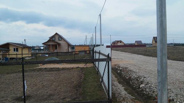 Комбинированный забор из рабицы и профлиста