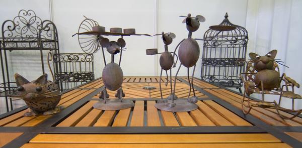 мыши и другие фигурки на выставке Garden Tool