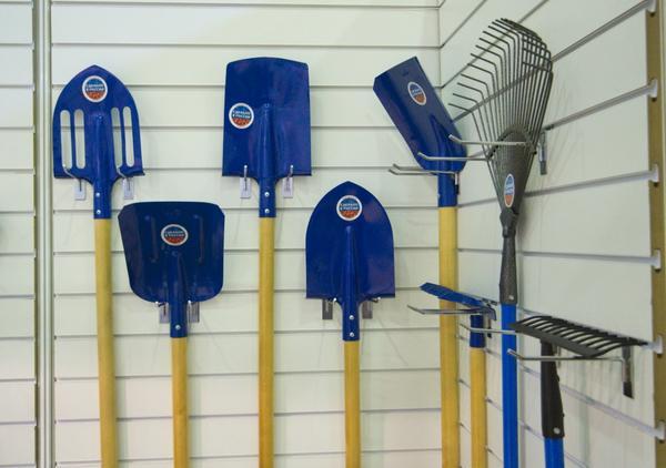 синие лопаты с Garden Tool