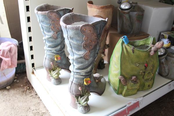 фигурки - обувь для сада.