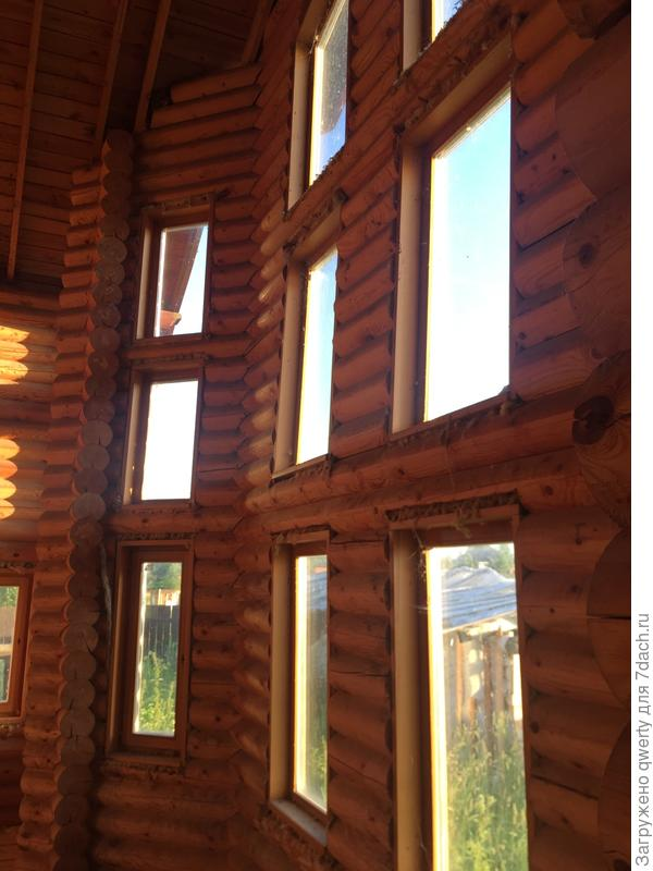 второй свет - кривая стена с окнами