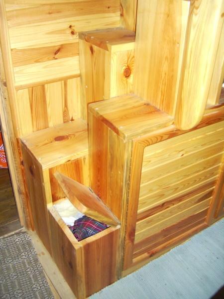 Ящик под ступенькой лестницы