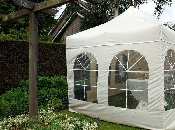 Тент-шатер с пластиковыми окнами