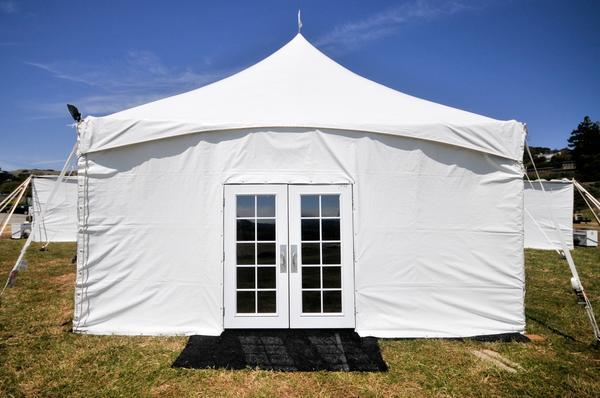 Закрытый тент-шатер с дверями