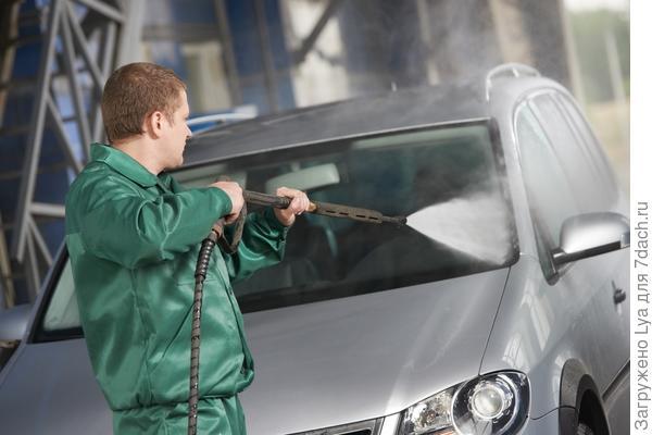 Минимойка часто используется для мытья машин