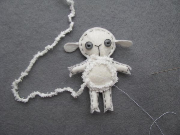Декорируем белую овечку