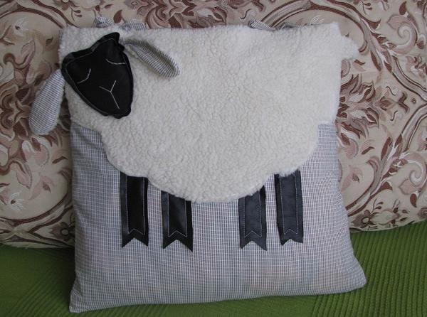 Готовая подушка-овечка