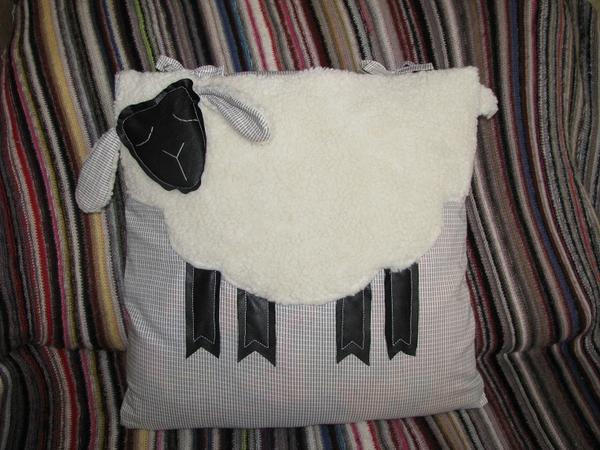 Подушка-овечка