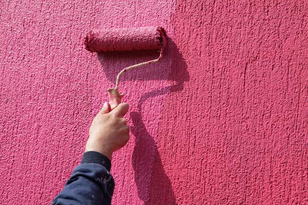 Окраска текстурных обоев