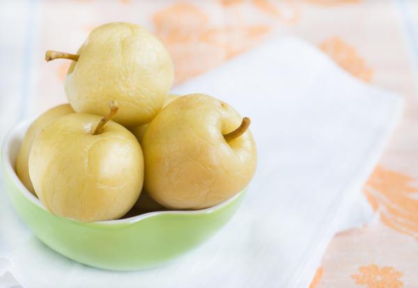 Яблоки моченые с пастернаком