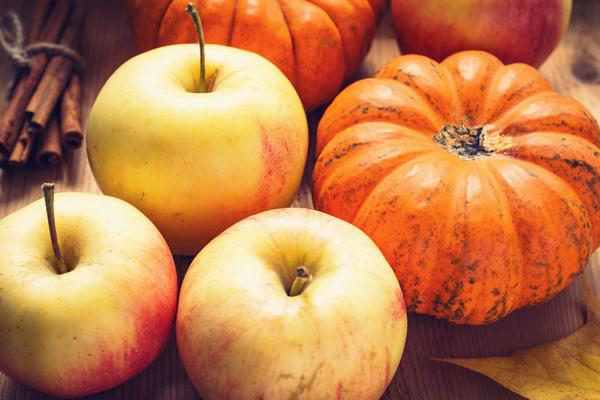 Яблоки с облепихой в тыквенном пюре