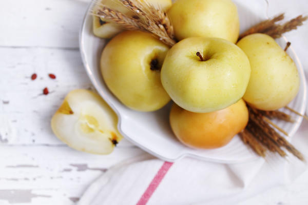 Яблоки моченые с сахаром, соломой и солодом