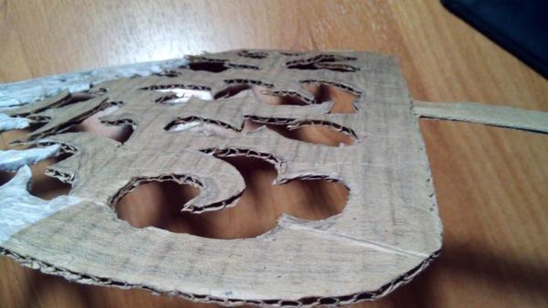 Картонную основу нужно оклеить салфетками