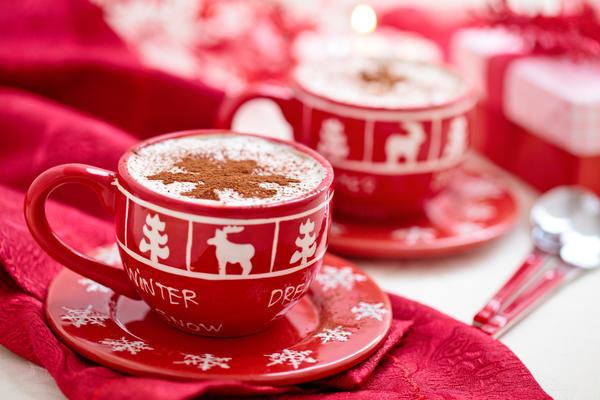 Можно подарить чайную или кофейную пару