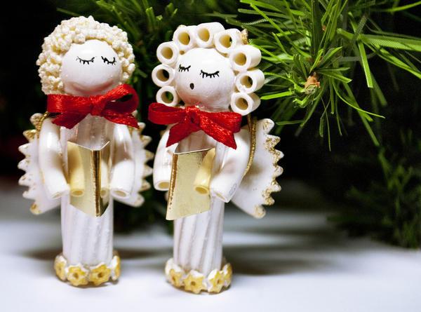 Великолепные фигурки ангелочков из простых макарон