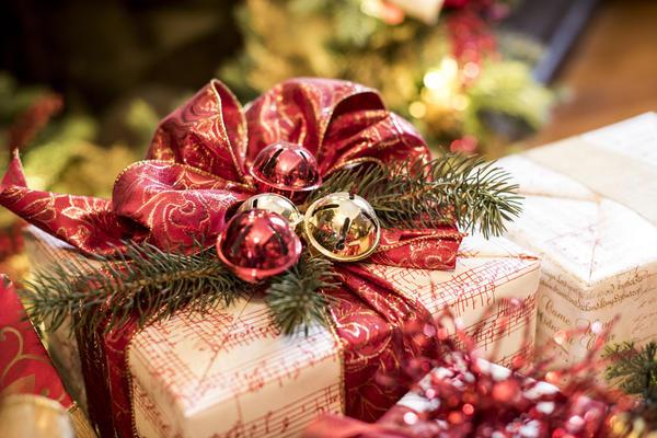 Получать подарки любят все