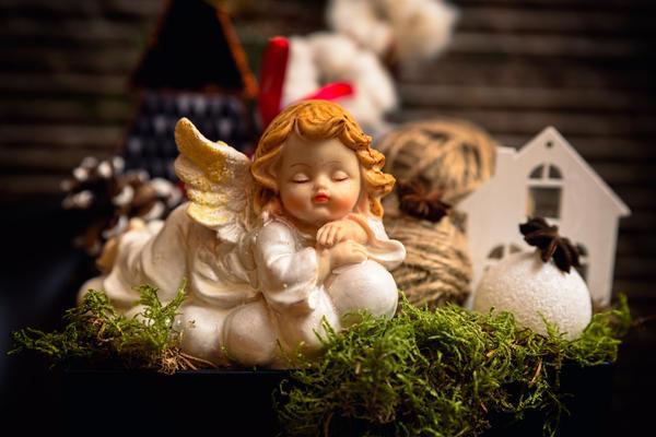 Фигурки ангелов всегда традиционно дарили на Рождество