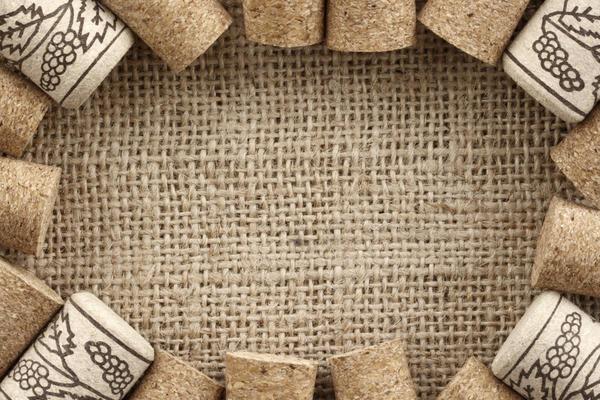 Рамка из корковых пробок и мешковины