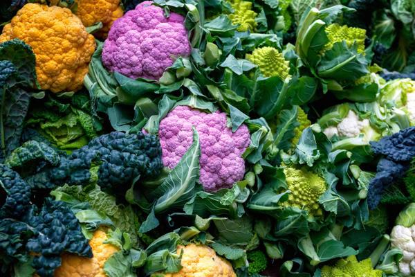 Выведено немало сортов и гибридов цветной капусты с различным сроком созревания и весьма экзотической окраской головок