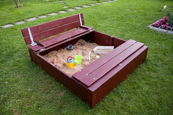 Песочница с удобной крышкой. Автор фото и идеи - Иван Круглов.