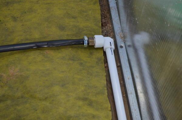 Крепление ленты к трубе. Фото автора