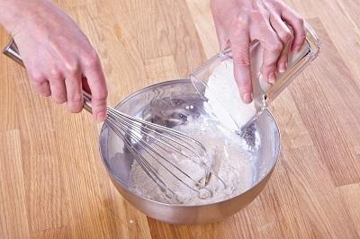 Шаг 1. Приготовить опару на сливках