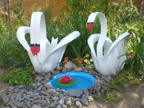 Лебеди из старых покрышек. Фото с сайта kakprosto.ru