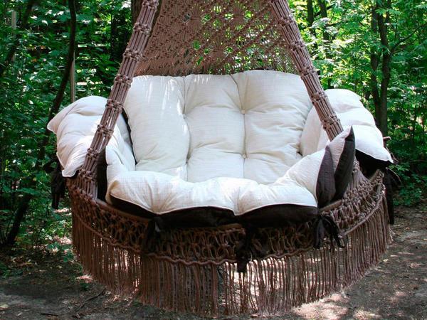 Кресло-гамак можно крепить на деревьях. Фото с сайта yapokupayu.ru