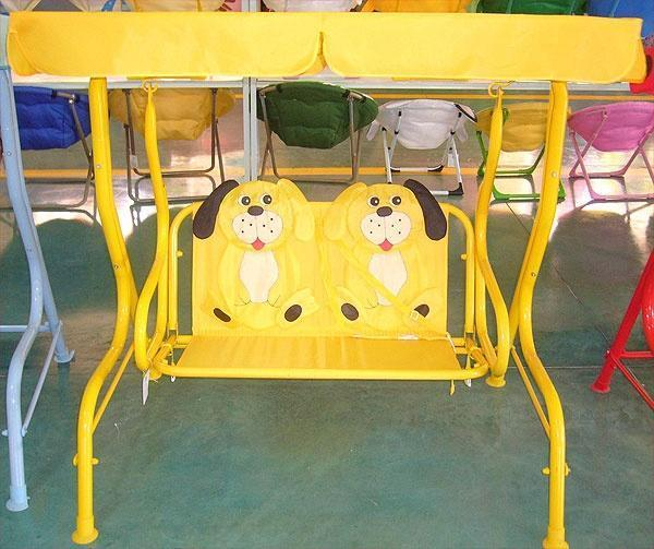 Детские садовые качели с изображением щенков. Фото с сайта overhear22.ru