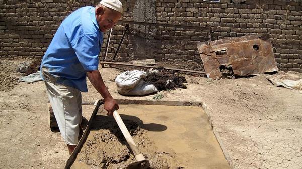 Глину для тандыра готовят семь дней. Фото с сайта lodki-saturn.ru