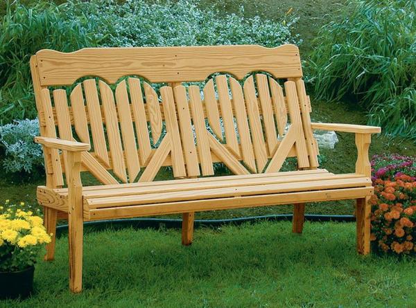 Садовые скамейки из дерева. Фото с сайта koffkindom.ru