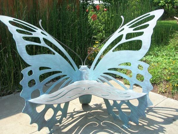 Необычная скамейка из листовой стали