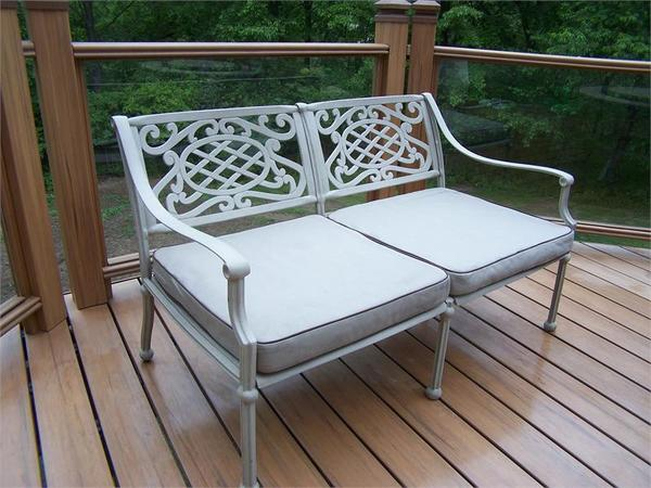 Садовые скамейки из алюминия. Фото с сайта gardenbenches.net