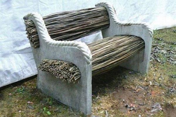 Садовая скамейка с бетонными опорами. Фото с сайта novamett.ru