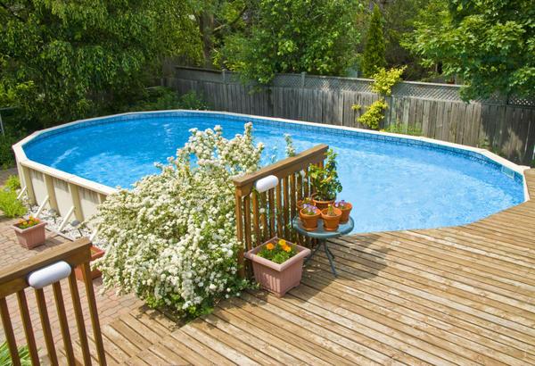 Как хорошо, когда на даче есть бассейн!