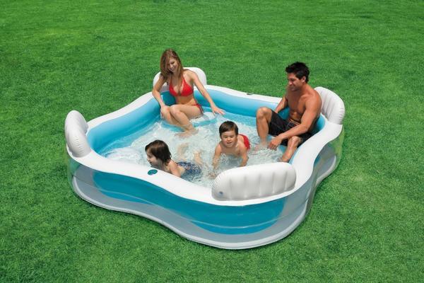 Надувной бассейн с ребрами жесткости. Фото с сайта static.dealabs.com
