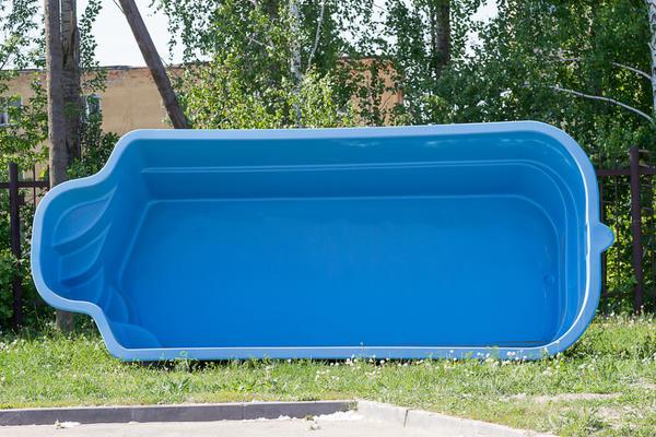 Пластиковая чаша бассейна