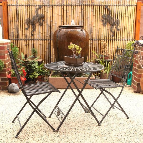 Вазы и садовые фигурки для декора патио