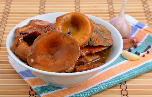 Процесс засолки грибов несложен