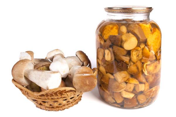 Солёные грибы - один из лучших деликатесов нашей кухни