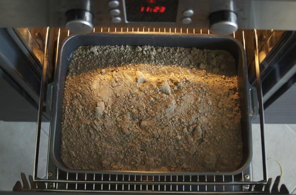 Почву для рассады прокаливают в духовке. Фото с сайта matchfishing.ru